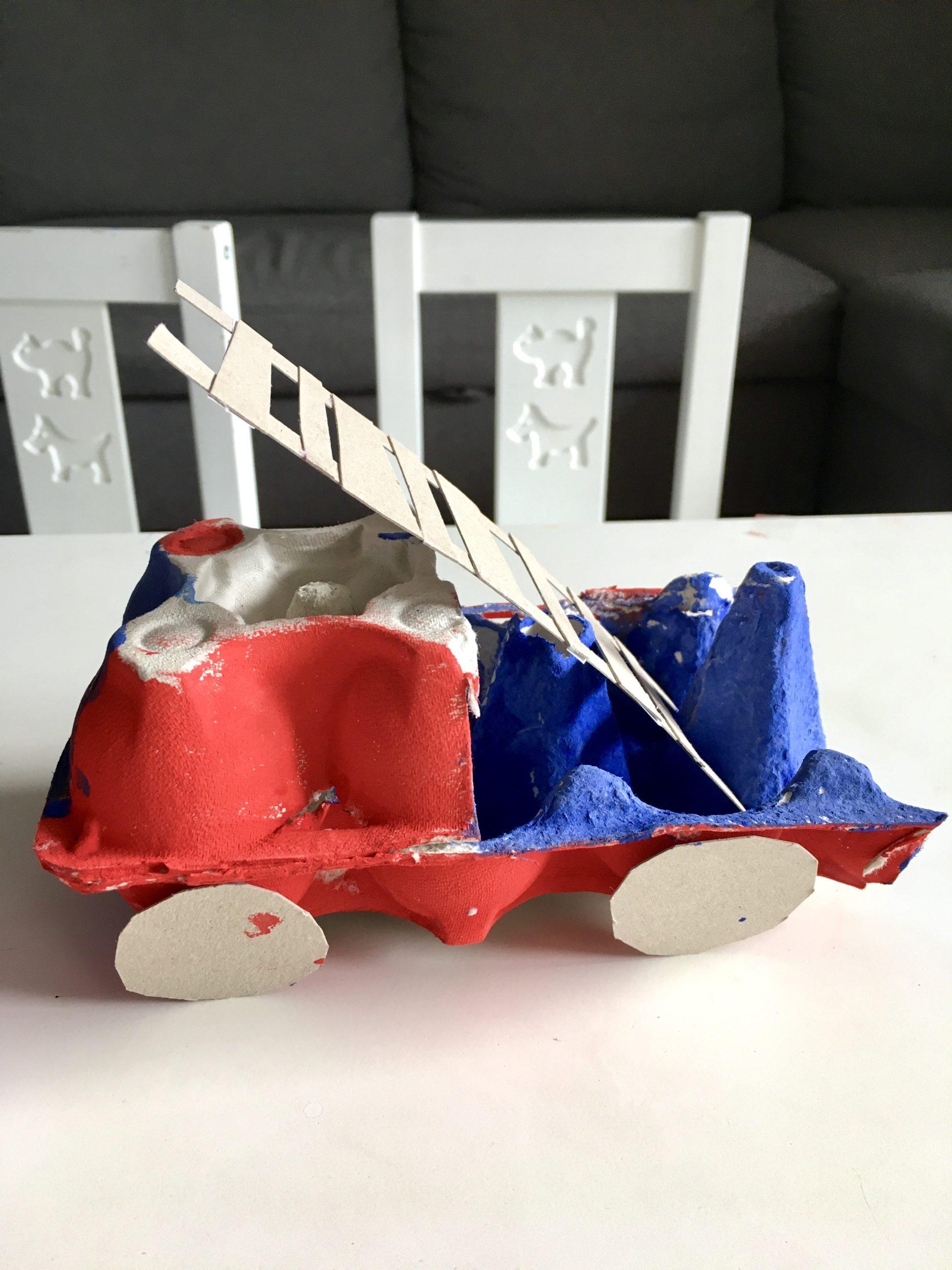 Wóz strażacki z pudełka po jajkach