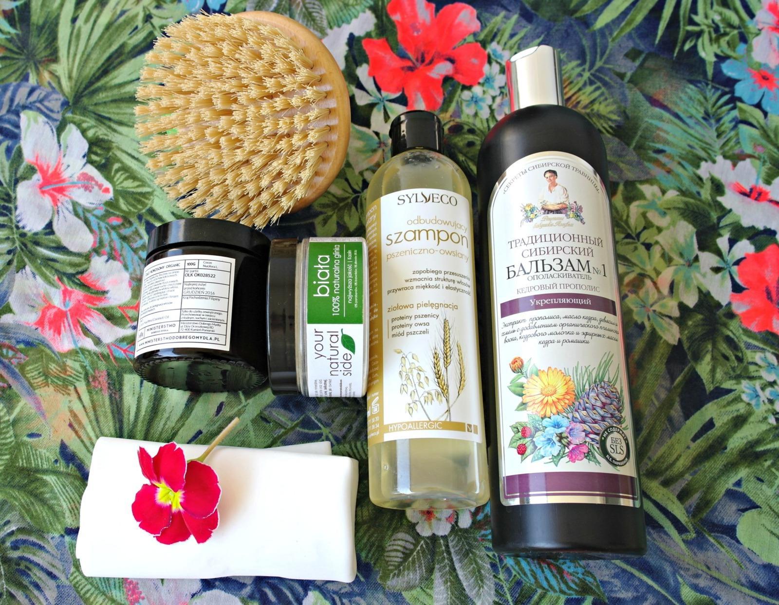 kosmetyki naturalne olej kokosowy szampon odżywka szczotka do ciala sciereczka