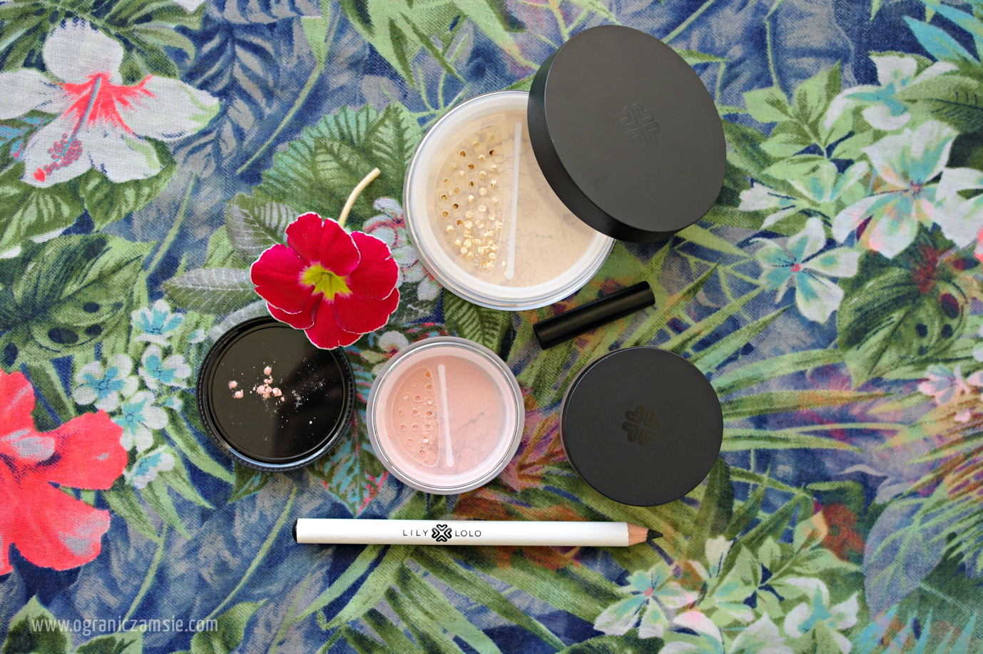 kosmetyki weganskie puder kredka mineralne minimalizm