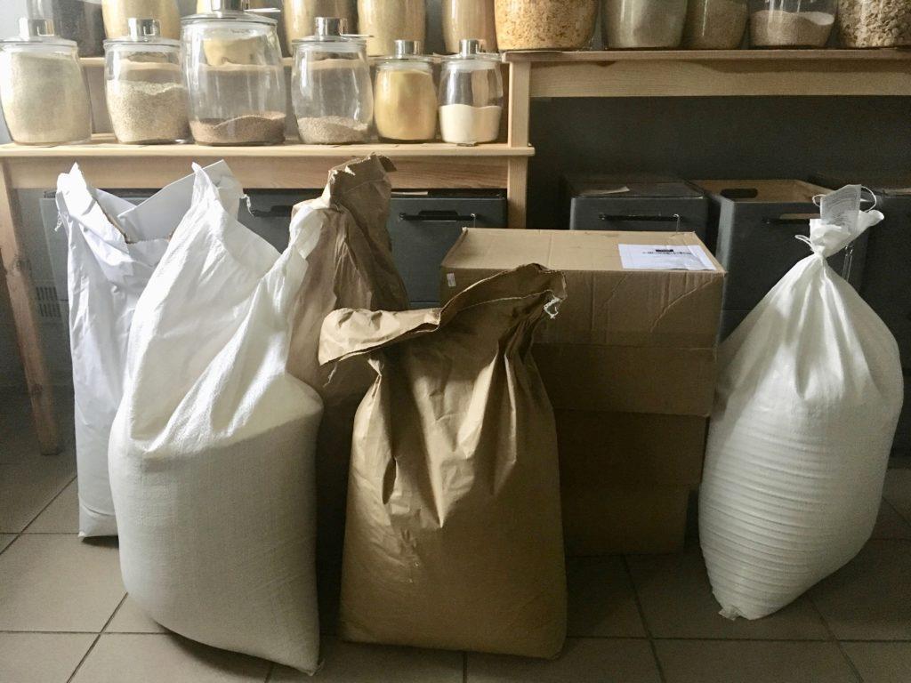 Duże opakowania na mąkę, kaszę i makarony