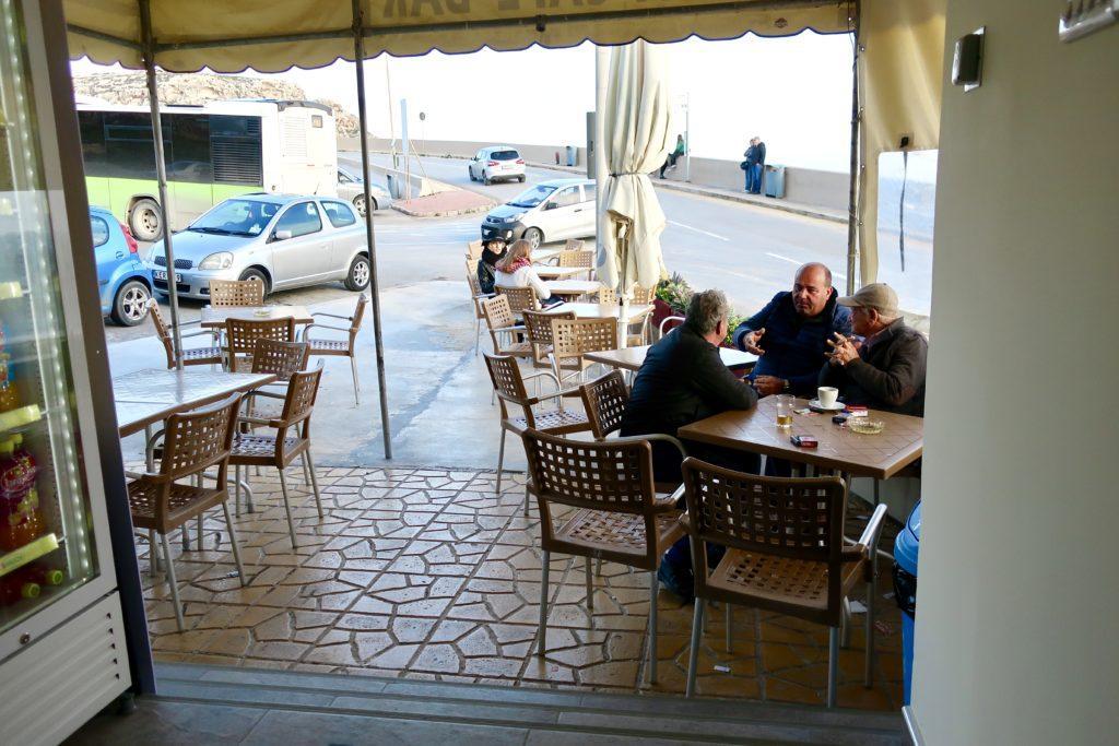 W barze, Malta, Blue Grotto