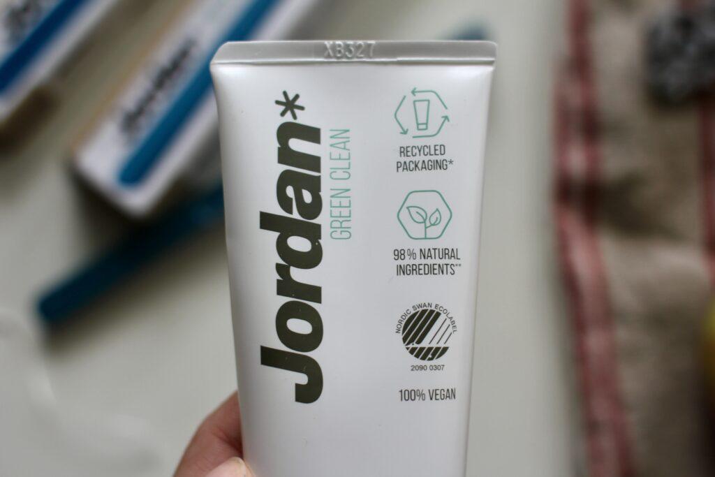 Pasta Jordan Green Clean ma wegański skład i opakowanie w połowie z tworzyw z recyklingu